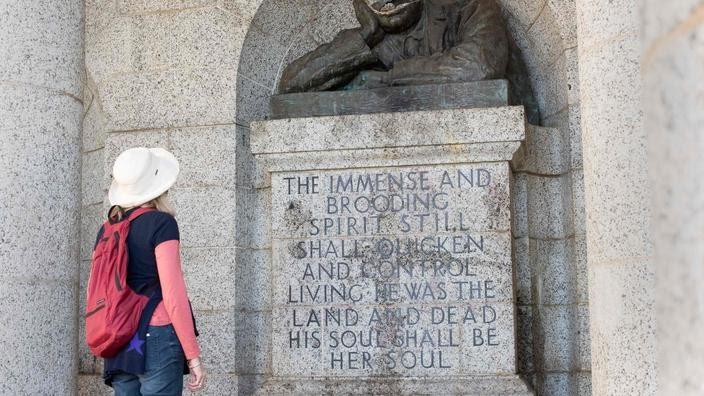 La statue a été décapitée à Cape Town.
