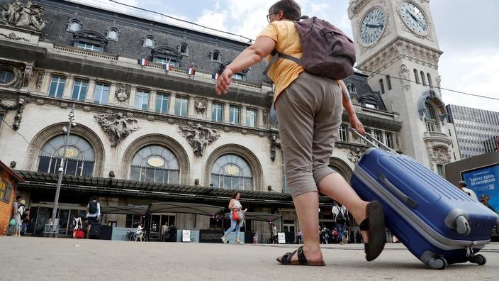Une femme sur le départ, gare de Lyon à Paris (photo d'illustration).