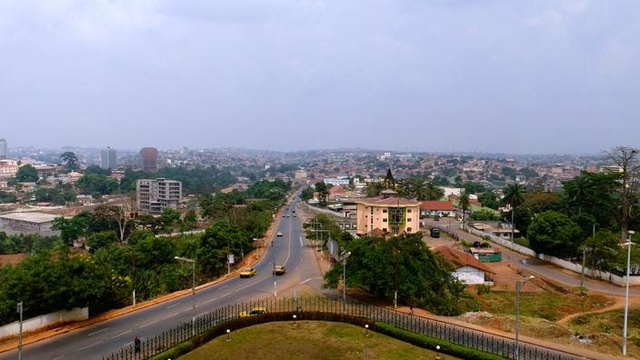 Vue aérienne de Yaounde, capitale de Cameroun.