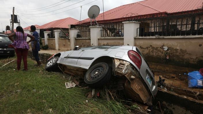 Les inondations ont causé d'énormes dégâts dans tout le pays, 14.800 maisons ont été détruites ou endommagées.